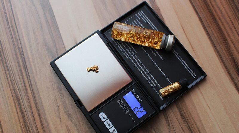 Horizontal Pocket Gold Gold Nugget  - PIX1861 / Pixabay