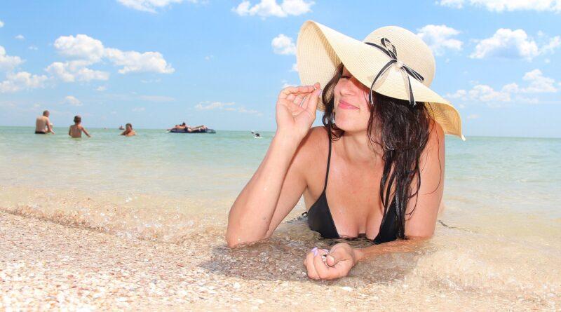 Beach Woman Bikini Summer Sea Hat  - Mitrey / Pixabay