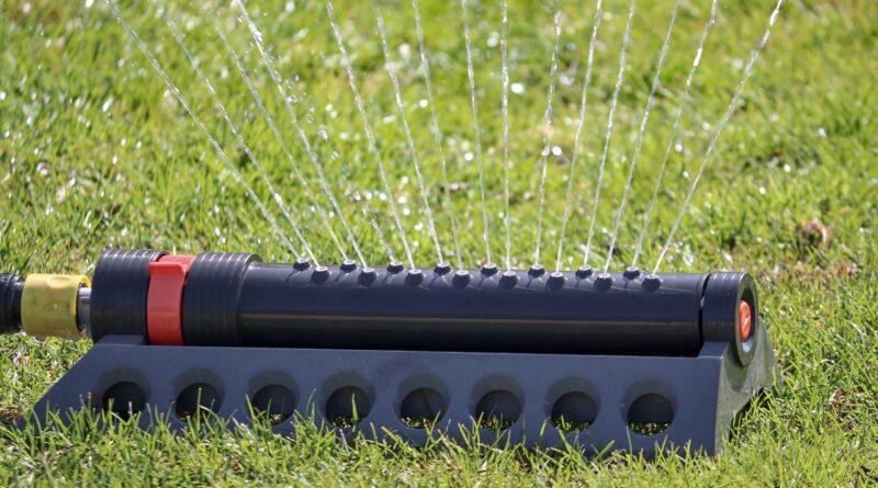 Sprinkler Water Meadow Rush Drip  - manfredrichter / Pixabay