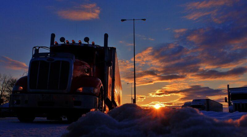Trucker Sunrise Truck Stop Sunset  - 6734180 / Pixabay
